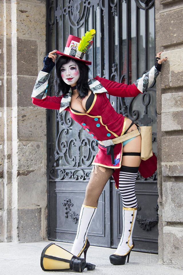 Some Fantastic Mad Moxxi Cosplays